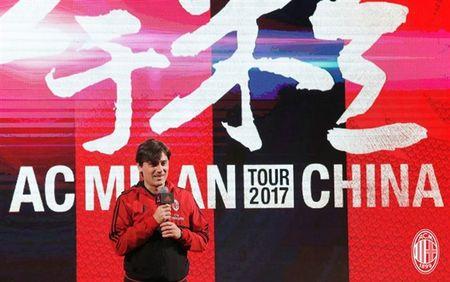 Dan sao Milan ra mat hoanh trang tai Quang Chau - Anh 9