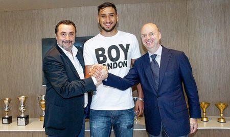 Bonucci va 10 bom tan cua AC Milan mua nay - Anh 10