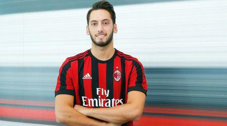 Bonucci va 10 bom tan cua AC Milan mua nay - Anh 5