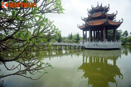 Choang ngop truoc ngoi chua co be the nhat Hung Yen - Anh 13