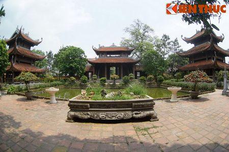 Choang ngop truoc ngoi chua co be the nhat Hung Yen - Anh 1