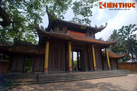 Choang ngop truoc ngoi chua co be the nhat Hung Yen - Anh 3