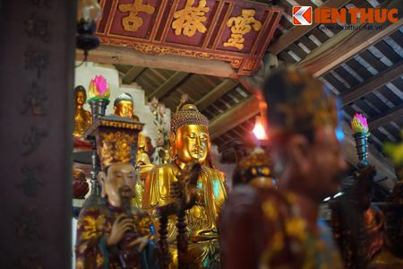 Choang ngop truoc ngoi chua co be the nhat Hung Yen - Anh 9