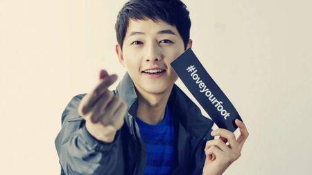Fan cua Song Joong Ki nhiet tinh quyen gop tu thien - Anh 1