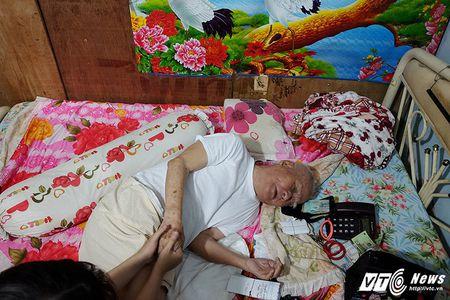 Nhac si Nguyen Van Ty: Nuoi nang, mua ca xe may cho chau cua nguoi giup viec - Anh 1