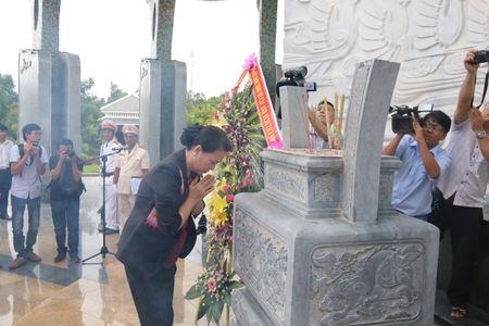 Chu tich Quoc hoi vieng huong Nghia trang Liet si Quang Nam - Anh 1