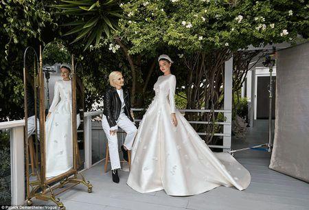 Miranda Kerr long lay voi ao cuoi Dior - Anh 3