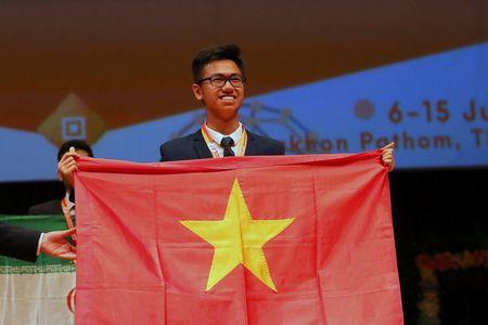 Cau be vang Olympic Hoa hoc: Khong phai cu o trong nuoc moi la cong hien - Anh 1