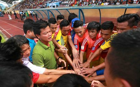Bong da Nam Dinh tro lai V.League: Hanh phuc va au lo - Anh 1