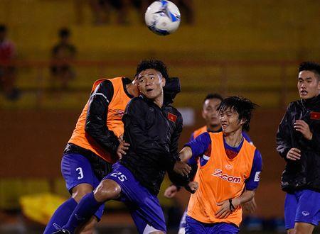 U23 Viet Nam: Tuan Anh tap hang say, HLV Huu Thang van chua vui - Anh 10