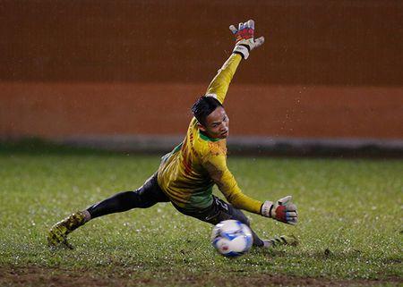 U23 Viet Nam: Tuan Anh tap hang say, HLV Huu Thang van chua vui - Anh 11