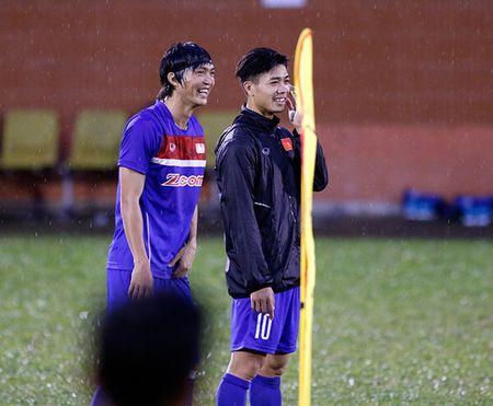 U23 Viet Nam: Tuan Anh tap hang say, HLV Huu Thang van chua vui - Anh 3
