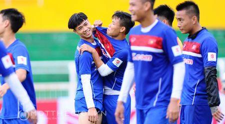 Cong Phuong thua trong thu thach da bong cung dong doi - Anh 1