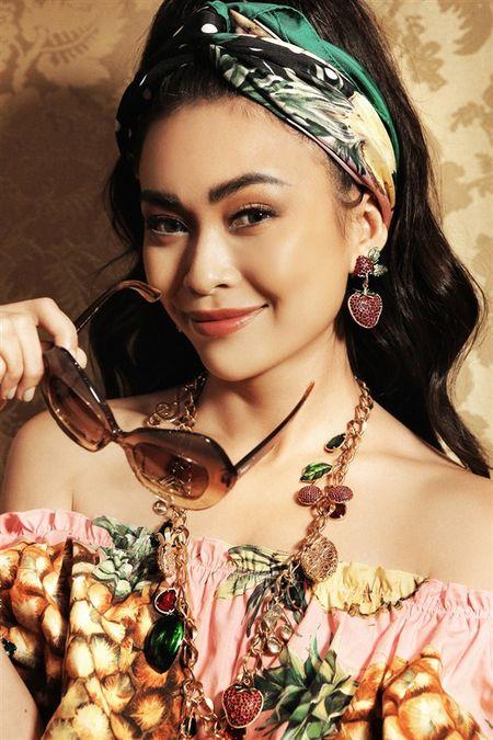 Mau Thuy xuat hien tren Instagram cua nha mot Y Dolce & Gabbana - Anh 2