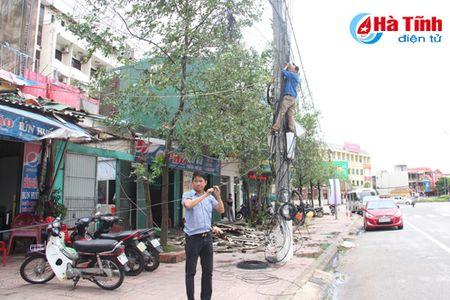 Ha Tinh khan truong khac phuc hau qua bao so 2 - Anh 2
