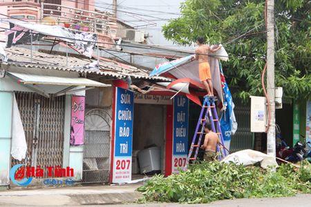 Ha Tinh khan truong khac phuc hau qua bao so 2 - Anh 3