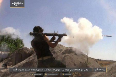Quan doi Syria bat ngo hung that bai truoc phe thanh chien ngoai o Damascus - Anh 2