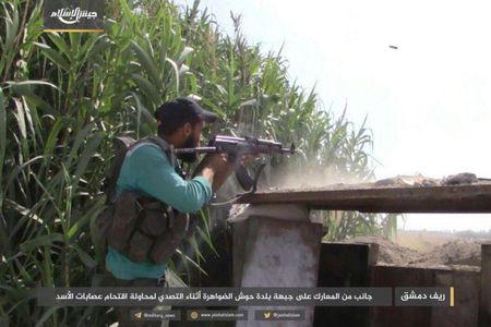 Quan doi Syria bat ngo hung that bai truoc phe thanh chien ngoai o Damascus - Anh 5
