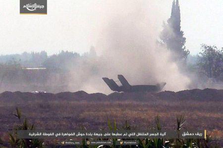 Quan doi Syria bat ngo hung that bai truoc phe thanh chien ngoai o Damascus - Anh 8