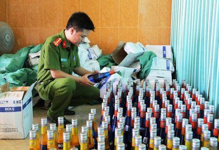 Thua Thien - Hue: Phat hien hang chuc thung sua Ensure khong ro nguon goc - Anh 1