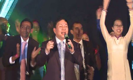 Pho Tong giam doc Viettel song ca cung Son Tung M-TP - Anh 4