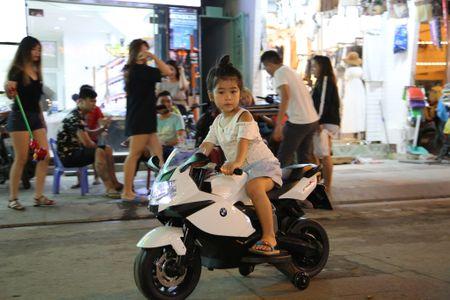 TPHCM: Pho di bo Bui Vien nhung ngay dau cam xe gan may - Anh 10