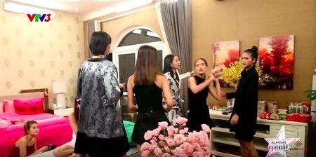 Hoa hau My Linh mac xuyen thau kem tinh te; Thi sinh Next Top Model au da - Anh 3