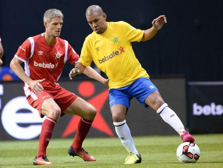 Huyen thoai Phap vo dich, Brazil tham bai 3-11 truoc Tay Ban Nha - Anh 11