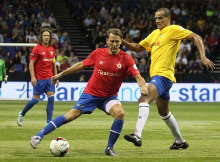 Huyen thoai Phap vo dich, Brazil tham bai 3-11 truoc Tay Ban Nha - Anh 8