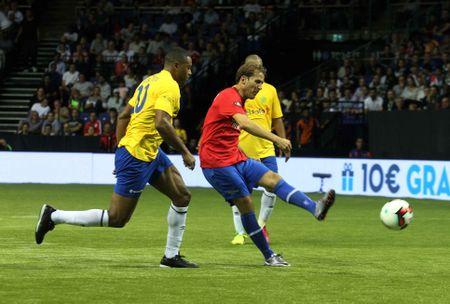Huyen thoai Phap vo dich, Brazil tham bai 3-11 truoc Tay Ban Nha - Anh 9