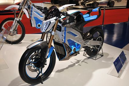 XE 'HOT' NGAY 17/7: Toyota sap ban mau xe hoan toan moi o VN, Yamaha chuan bi ra mat 2 moto dien - Anh 10
