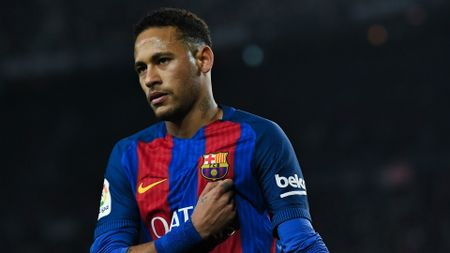 Tin bong da toi 17/7: Neymar kho chiu vi Messi; Bale chot tuong lai - Anh 1