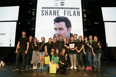 Chum anh: Dem nhac dang nho cua Shane Filan tai Viet Nam - Anh 10