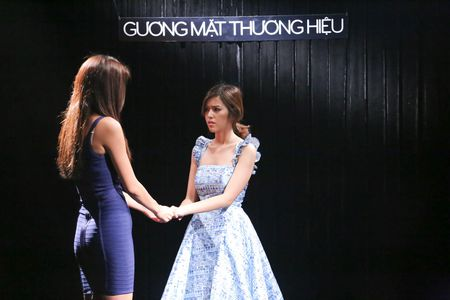 Minh Tu hy sinh, chap nhan thanh me chong danh ac trong The Face tap 6 - Anh 4