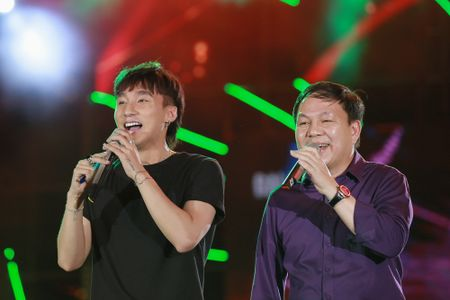 Chum anh: Son Tung M-TP song ca cung sep Viettel Le Dang Dung - Anh 4