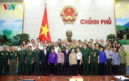 Pho Thu tuong Vu Duc Dam tiep doan nguoi co cong tinh Bac Kan - Anh 1
