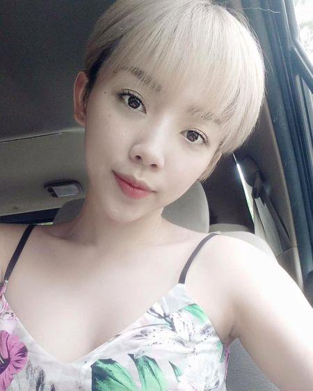 'Ban loan' vi Toc Tien chuong mac ao hai day xe sau hun hut o nha - Anh 11