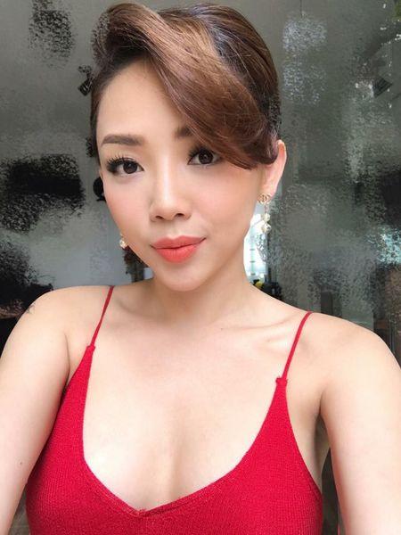 'Ban loan' vi Toc Tien chuong mac ao hai day xe sau hun hut o nha - Anh 1