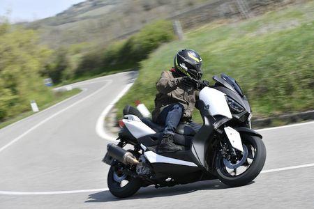 Xe ga Yamaha X-Max 400 'chot gia' 163 trieu dong - Anh 1