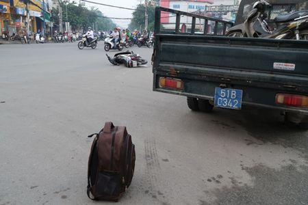 TP HCM: Sang som, taxi huc xe may vang 10m - Anh 2