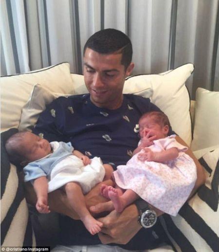 Ronaldo chi 297 ti dong de thue sinh doi, bi goi la ke that duc - Anh 3