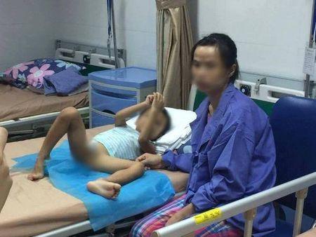 Phong kham o Hung Yen bi nghi khien hang chuc tre mac sui mao ga hoat dong 'chui' - Anh 1