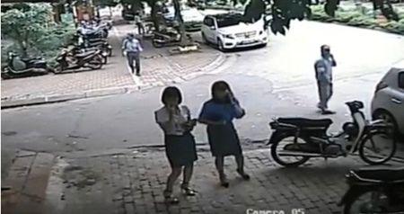 CSGT dua bang chung oto cho trung tuong ve huu chay qua toc do - Anh 2