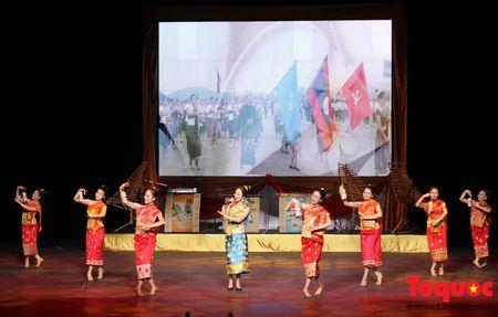 Buc tranh du lich Viet Nam qua nhung bai hat danh tang khan gia Lao - Anh 7