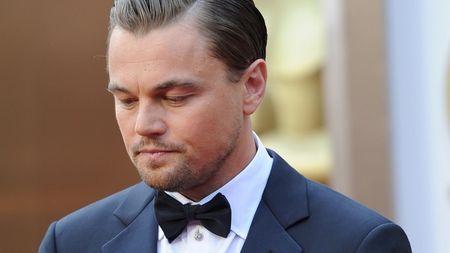 Leonardo DiCaprio bi bat gap deo may tro tim khi ra duong - Anh 4