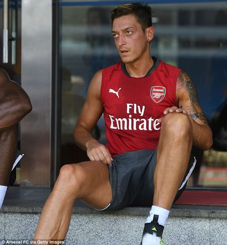 Chum anh: Dan sao Arsenal kho so vi nang nong trong tour du dau chau A - Anh 9