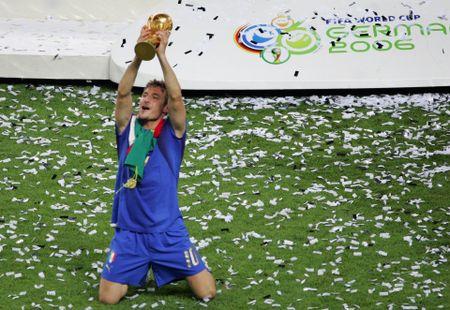 Francesco Totti giai nghe, duoc bo nhiem lam giam doc AS Roma - Anh 3