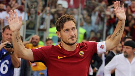 Francesco Totti giai nghe, duoc bo nhiem lam giam doc AS Roma - Anh 6