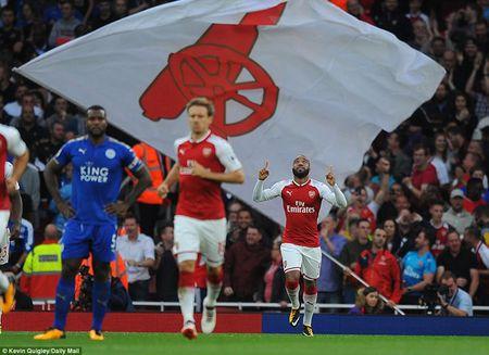Arsenal ha Leicester sau 'con mua ban thang' o ngay khai mac - Anh 2