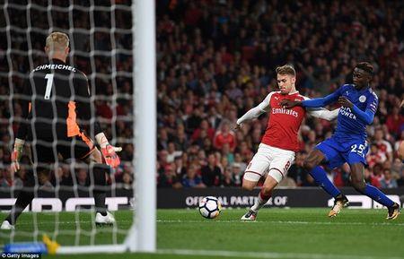 Arsenal ha Leicester sau 'con mua ban thang' o ngay khai mac - Anh 5